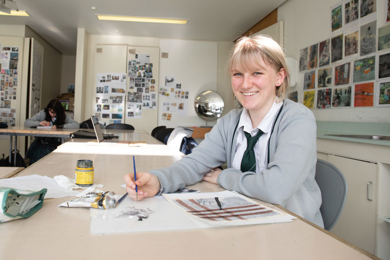 Student in visual arts classroom